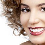 Отбеливание зубов: у профессионала или дома?